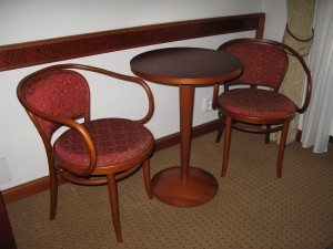 Hotel 16 table and chairs