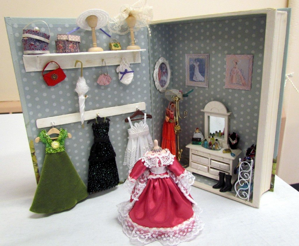 Tiny little perfume bottles, boots, hats and brushes: a perfect scene of a bedroom in miniature.