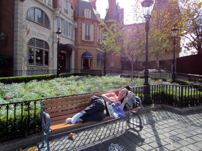 DD took a break in France on a bench! Ahh nothing like taking a wee nap dans un parc au Paris! Oui Oui!