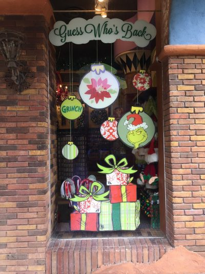 universal-studios-orlando-grinch-window